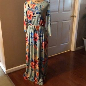 Awesome maxi dress with pockets!